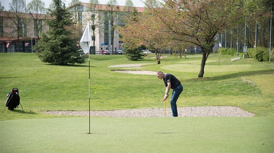 erba-sintetica-golf-le-robine-3