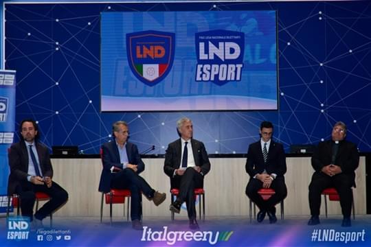 LND-Esport-roadshow-erba-sintetica-italgreen-palco