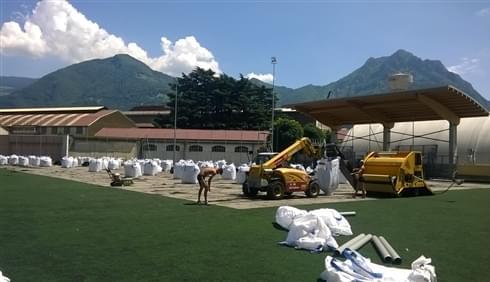 Riqualificazione del terreno di gioco, tramite la rimozione e smaltimento del vecchio tappeto in ...