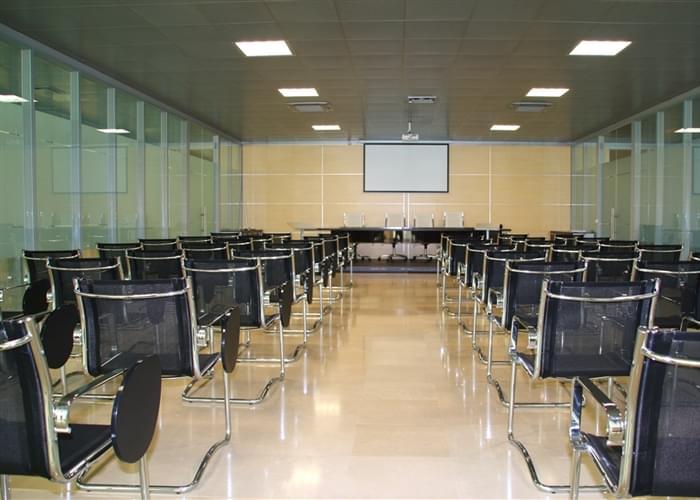 Situata all'interno della sede centrale la modernissima sala convegni.